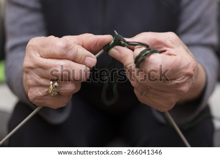 old woman's hands knitting
