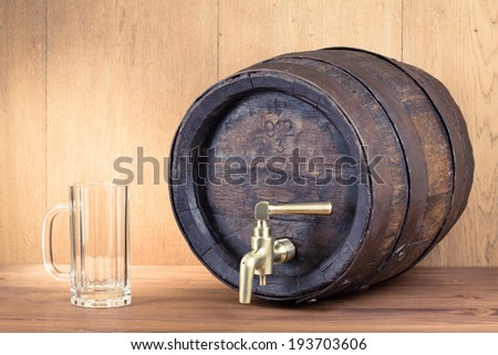 Old wood barrel and empty beer glass