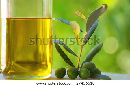 Oliveoil and green olives.