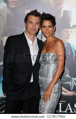"""Olivier Martinez, Halle Berry at the """"Cloud Atlas"""" Los Angeles Premiere, Chinese Theatre, Hollywood, CA 10-24-12 - stock photo"""