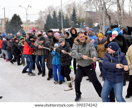 "OMSK, RUSSIA - MARCH 13: Holiday ""Maslenitsa"" in the park of culture and recreation. Attraction - tug of war two teams from among holidaymakers. 13 March 2016"