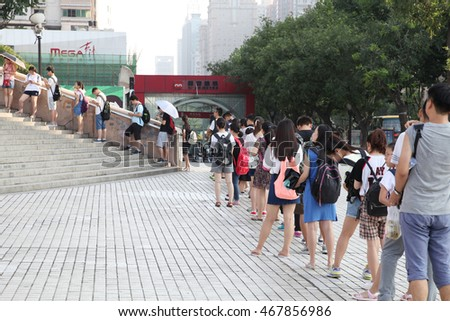 On July 24, 2016, China xi 'an, shaanxi lined up in front of the library, and they are waiting for access to the library reading, enjoy the cool. Wonderful work of Chinese line up.