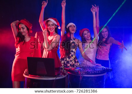 One night in the entertainment venue, people are celebrating the party.