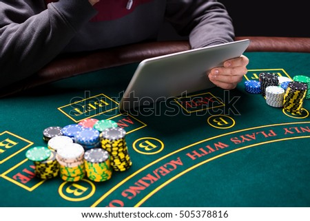 Online poker players sitting at the table