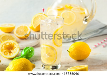 Organic Homemade Fresh Squeeze Lemonade for a Hot Summer Day