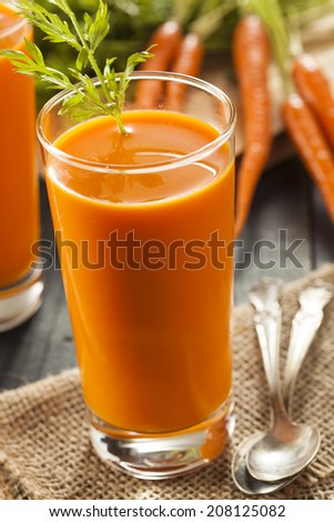 Organic Raw Carrot Juice with Fresh Fruit
