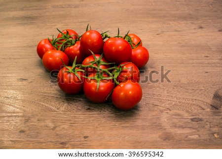 organic tomatoes on wood table