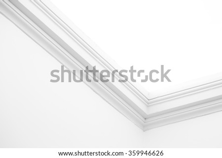 Ornamental moulding in the corner of a white room