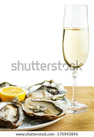 Белое вино с лимоном