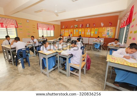 PAHANG, MALAYSIA - 3 SEP : Aborigine students in their modern classroom on September 3 2015.