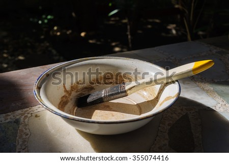 paint brush in a bowl