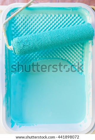 Paint roller in plastic tray liner