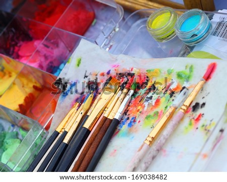 Paints and brushes for Face paint