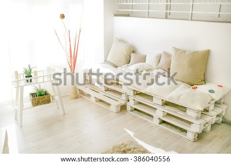 pallet interior home behind