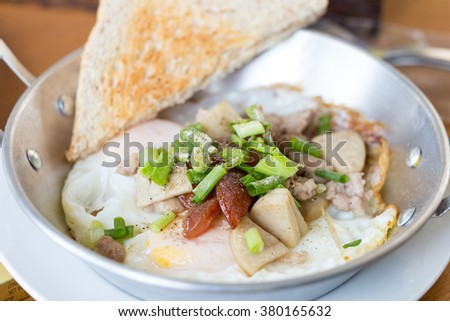 pan-fried egg with pork and toppings, Breakfast food in Thai style