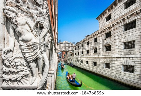 Panoramic view of famous Bridge of Sighs with Doge's Palace and traditional gondolas on Rio di Palazzo, Venice, Italy