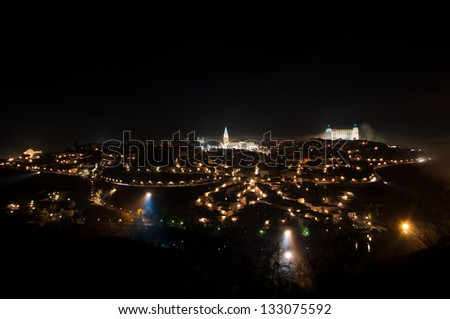 panoramic view of the city of Toledo, at night