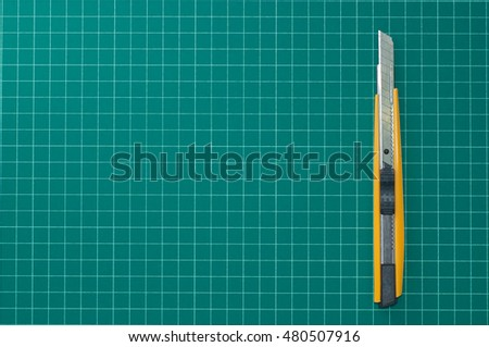 paper knife on the cutting mat