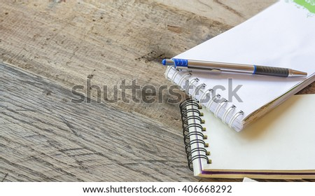 paper note on old wood background