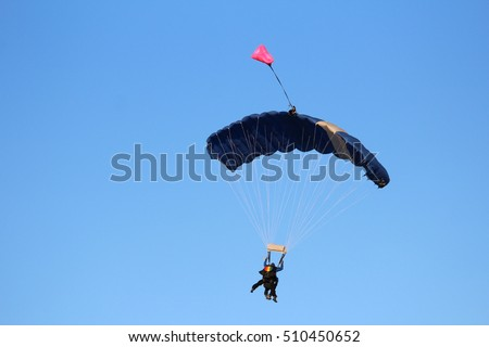 Paratroopers in tandem