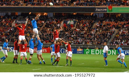 PARIS, FRANCE-SEPTEMBER 20, 2007: portuguese and italian players in touche, during the match Portugal vs Italy at the Rugby World Cup, France 2007, in Paris. - stock photo