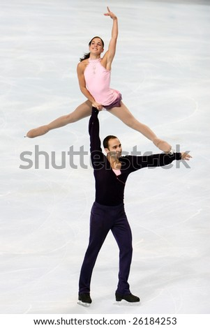 PARIS - NOVEMBER 14: USA's Tiffany VISE and Derek TRENT during the pairs short program event of the Eric Bompard trophy in Palais-Omisports de Bercy on November 14, 2008 in Paris, France