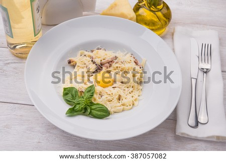 pasta carbonara with bacon egg and cheese