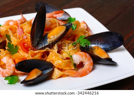 Pasta with shrimp, mussels, tomatoes and herbs