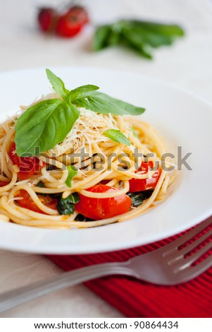 Pasta with tomato, basil and spinach