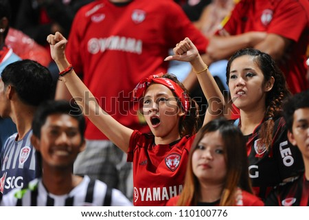 PATHUM THANI,THAILAND-AUG8:Unidentified SCG MuangthongUTD supporters during Thai Premier League between InseePolice UTD.and SCG Muangthong UTD.at Thammasat Stadium on Aug 8,2012 in Thailand - stock photo