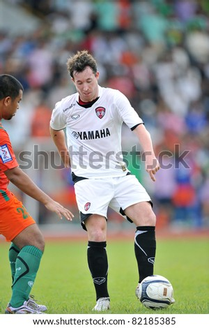 PATHUMTHANI,THAILAND-AUG,2:Former Liverpool Football Club and England striker.Robbie Fowler of MTUTD during in Toyota League Cup between KU and MTUTD at Thupatemee Stadium :Aug 2,2011.Pathumthani,Th.