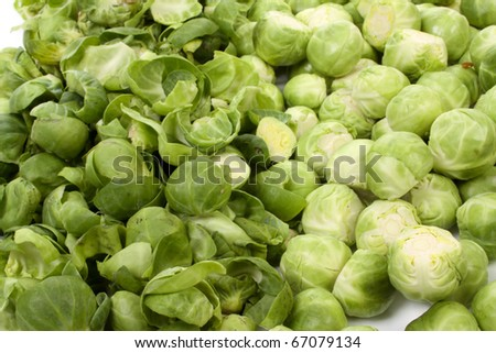 Peeled and unpeeled brussels sprouts,
