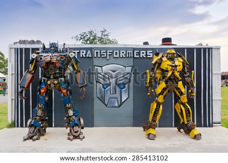PHETCHABURI, THAILAND - APR 14: The Replica of robot statue from Transformers display at Swiss ship farm on April 14, 2015 in Phetchaburi province, Thailand - stock photo