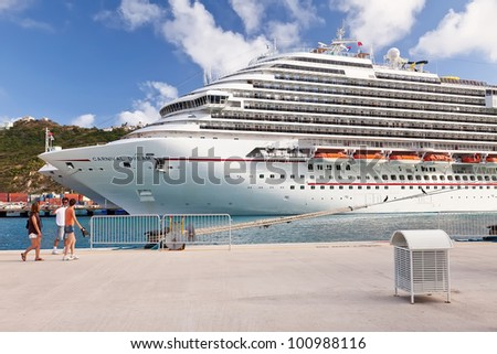 PHILIPSBURG, ST. MAARTEN - JAN.19: Visitors in St. Maarten, the world's smallest island inhabited by two countries, yet a port big enough to dock numerous cruise ships at one time, on Jan.19, 2011. - stock photo