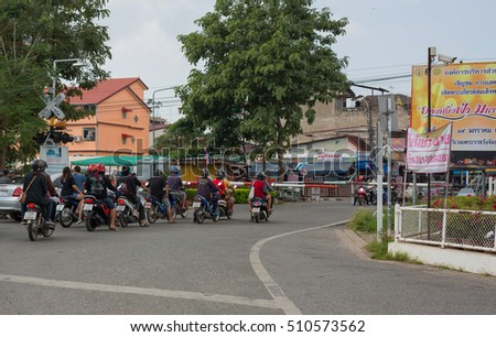 PHITSANULOK, THAILAND - NOVEMBER 6 , 2016 : People Waiting for The Train to pass in Phitsanulok, Thailand