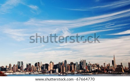 photo high contrast new york city skyline cityscape. new york city midtown manhattan skyline over the hudson river. beautiful nyc skyline