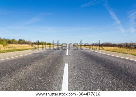 Photo of day landscape with empty road