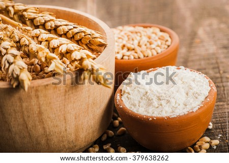 Photo  of  fresh wheat grains and flour