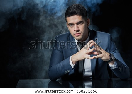 Photo of male manager with confident hand gesture