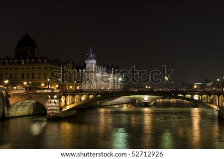 photo of nightview of Bastille Prison in Paris