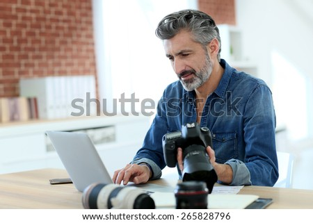 Photo reporter working in office - stock photo