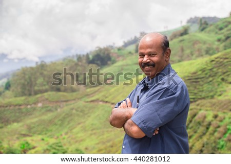 Photo specialist in the field of tea, the background of tea plantation