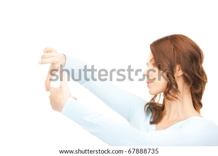 picture of lovely woman creating a frame with fingers