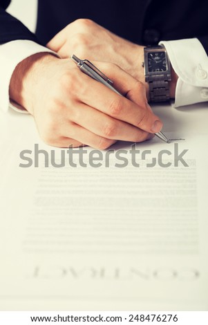picture of man hands signing contract