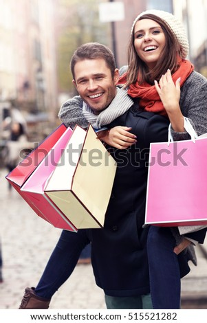 Picture showing young couple with shopping bags