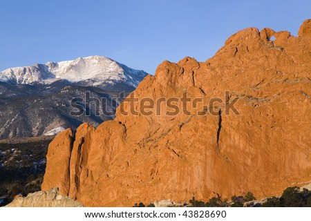 "Pikes Peak with the ""Kissing Camels"" rock formation in the foreground, Garden of the Gods city park, Colorado Springs, CO - stock photo"