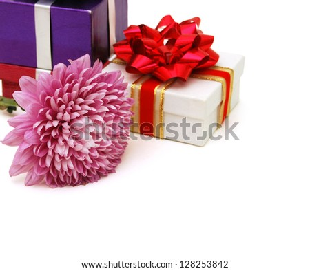 Pink daisy and gift box on a white background.