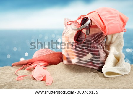 pink hat and summer bag