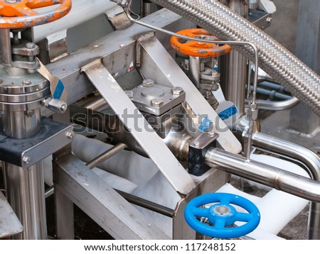 Pipes and tanks for handling industrial liquid nitrogen