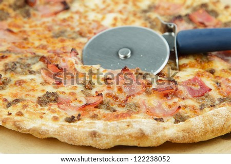 pizza with bacon, ham, beef and tomato